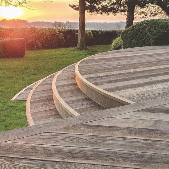 kafelki2021-nawierzchnie-ogrodowe-drewno-ceramika-tarasy-foty-550×550