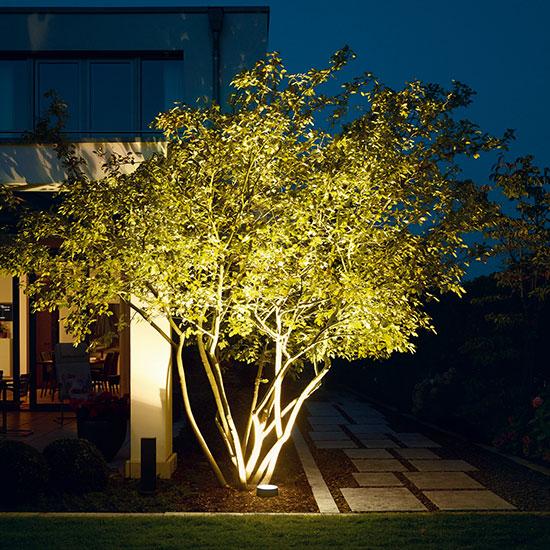 kafelki2021-oswietlenie-ogrodowe-lampy-reflektory-latarnie-iluminacja-ogrodu-podswietlenie-550×550